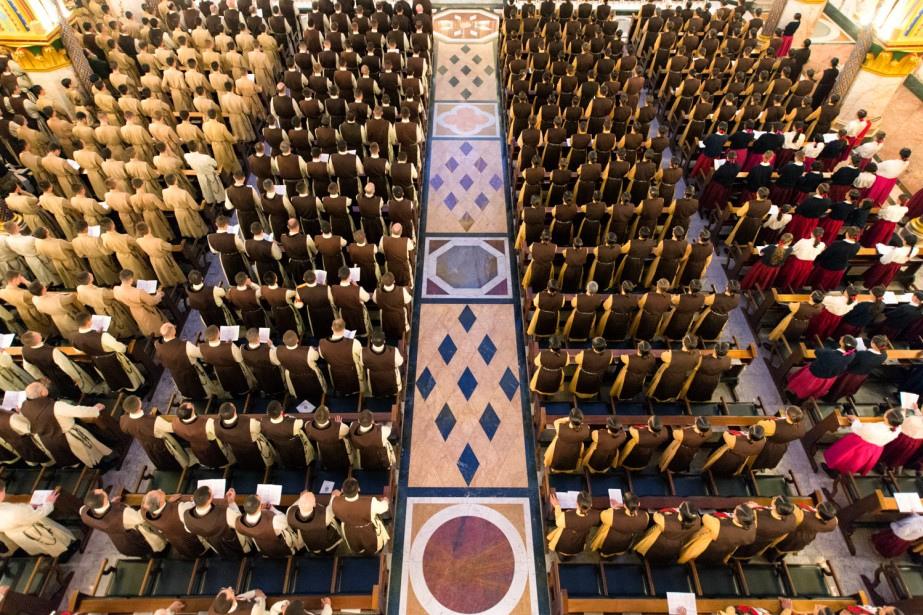 santa-messa-quotidiana-nella-basilica-madonna-del-rosario