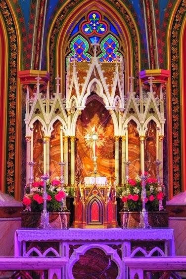 adorazione-perpetua-nella-basilica-madonna-del-rosario