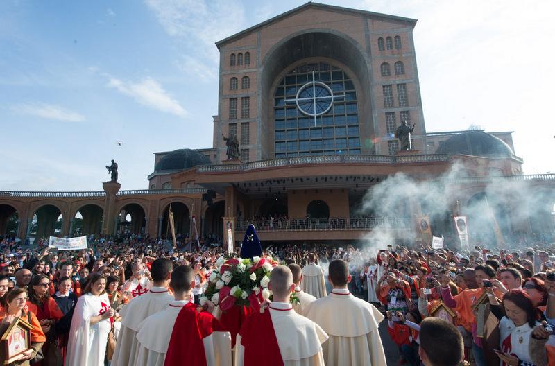 gli-araldi-promuovono-il-pellegrinaggio-al-santuario-della-madonna-aparecida-patrona-del-brasile-001